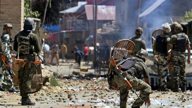 Anantnag: CRPF jawans chasing protesters throwing stones on them during a protest at Arwani village of Anantnag district of South Kashmir on Friday. PTI Photo by S Irfan (PTI6_16_2017_000219B)(PTI)