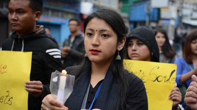 Supporters of Gorkha Janmukti Morcha (GJM) hold candles as they take part in a peace march as well as to pay respect to those killed in clashes with police during an indefinite strike called by the GJM, in Darjeeling on June 19, 2017.(AFP)