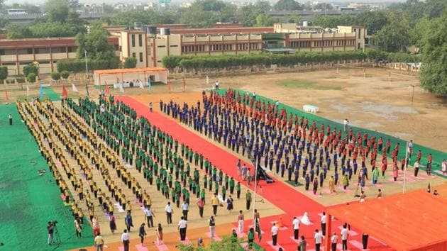 Nearly 3,000 students participated in the International Yoga Day event at Kendriya Vidyalaya No 2 in the Delhi Cantonment area of the national capital.(HT photo)