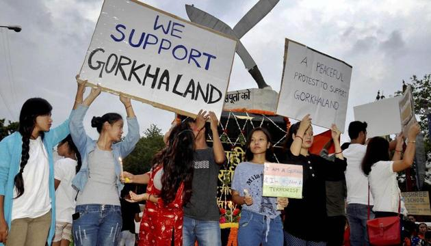 Members of the Jharkhand Gorkha Society hold placards to demand a state of Gorkhaland during a protest in Ranchi.(PTI)