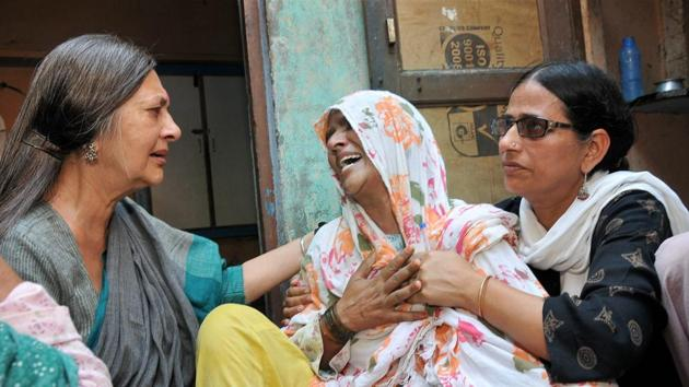 CPI(M) politburo member Brinda Karat consoles the mother of Junaid, who was lynched by a mob on board a train, in Haryana on Saturday.(PTI)