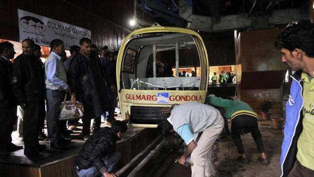 One of the cable cars that were flexed violently when a tree fell on the rope. Seven people in two cars died due to what initial examinations suggest were internal injuries.(Waseem Andrabi/HT Photo)