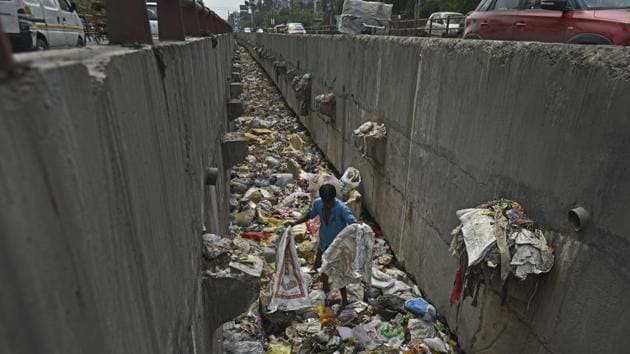 A drain full of garbage and plastics at Geeta Colony in East Delhi on Sunday.(Ravi Choudhary/HT PHOTO)