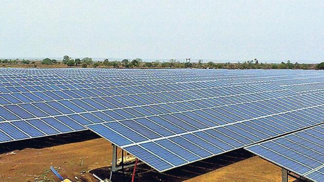 Particulate matter and dust in the air can decrease solar power production by as much as 17% in India, new report says.(HT File Photo)