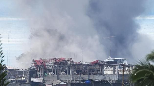 Smoke billows from burning houses after an aerial bombing by the Philippine Air Force on militant Islamist positions in Marawi on the southern island of Mindanao on Tuesday.(AFP Photo)