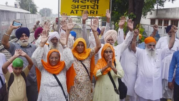 Pilgrims protesting at the Attari railway satiation in Amritsar on Wednesday.(Sameer Sehgal/HT)