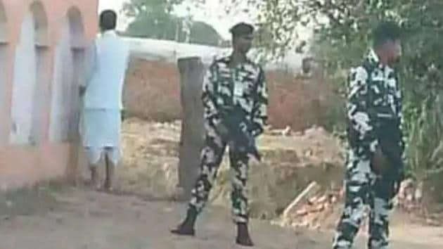 Union agriculture minister Radha Mohan Singh seen urinating off National Highway 28 near Pipara in Bihar.(ABI Twitter)