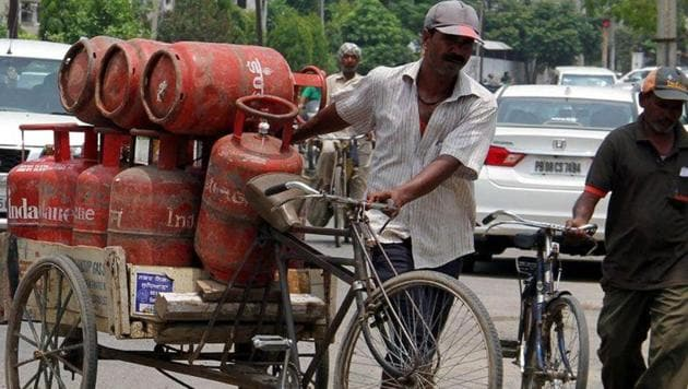 The price of commercial LPG has come down under the GST regime, where the tax on this category of item is at 18 per cent.(JS Grewal/ HT File Photo)