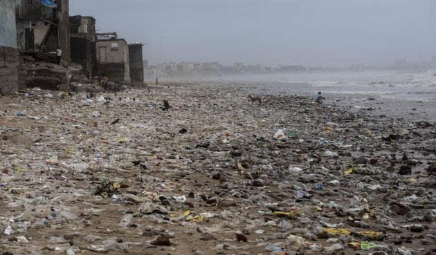 Filth washed ashore on Versova beach in Mumbai on Monday.(Satish Bate/HT Photo)