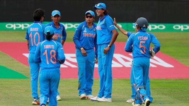 India's Jhulan Goswami celebrates taking the wicket of Sri Lanka's Shashikala Siriwardena. (Action Images via Reuters)