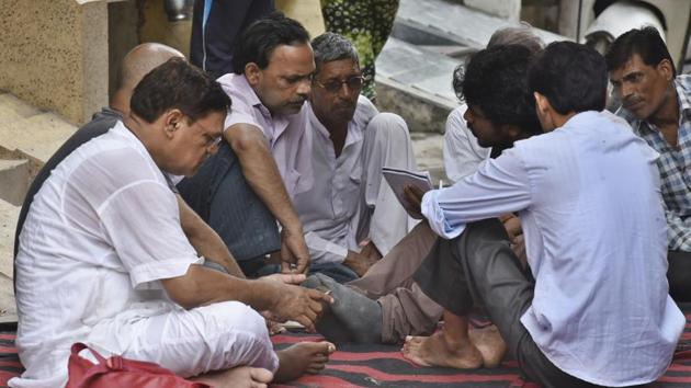 GS Gautam, father of Riya Gautam, who was stabbed to death in east Delhi's Shahdara.(Raj K Raj/HT PHOTO)
