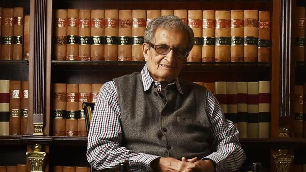 Nobel laureate Amartya Sen said the reasons behind communal flare-ups need to be found.(Raj K Raj/HT PHOTO)