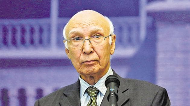 Sartaj Aziz accused India of increasing the tension on the LoC to divert attention from the human rights violations in Kashmir.(REUTERS)