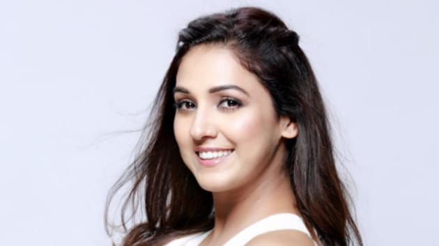 Singer Neeti Mohan says that people like to voice their opinion and the Internet gives them a platform to do that.(Instagram/neetimohan18)