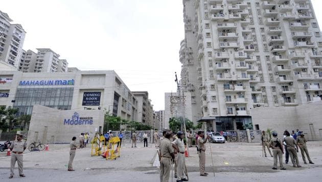 Residents said most inhabitants of Mahagun Moderne used to get domestic helps through the security guards, who knew the maids.(Sunil Ghosh/HT Photo)
