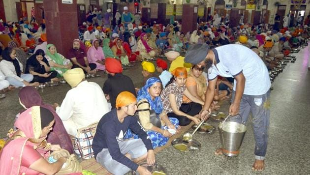 SGPC president Kirpal Singh Badungar has demanded that the purchase of all langar items be exempted from the GST.(HT File Photo)