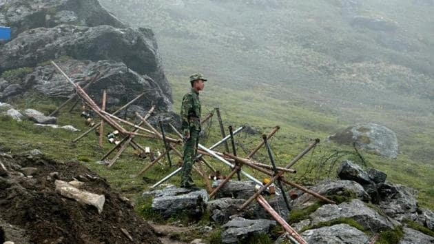 File photo from 2008 shows a Chinese soldier standing guard at the Nathu La border crossing between India and China.(AFP)