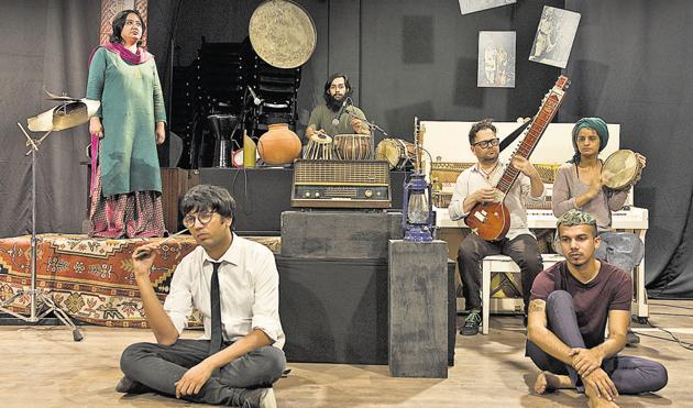 Broadcast rehearsal at the OddBird Theatre in Chhattarpur. (From left) Fouzia Dastango, Makrand Sanan on the tabla, musician Stefan Kaye and Ritika Singh. Sitting in the front are director Udayan Chakravarty (in white shirt) and art director Ishaan Bharat(Saumya Khandelwal/HT Photo)