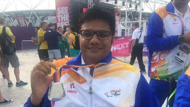 Amit Saroha poses with his medal after winning the silver at the World Para Athletics Championships.(HT Photo)