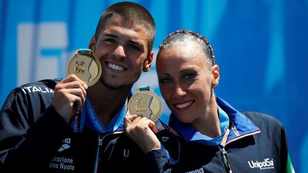 Giorgio Minisini and Manila Flamini of Italy pose with gold medals. (REUTERS)