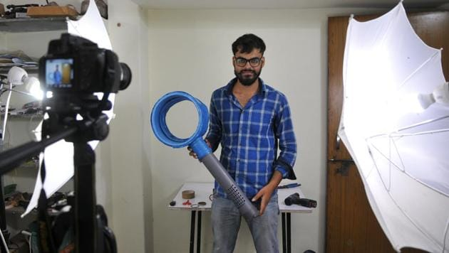 Ayush Samele poses with a self-made bladeless fan at his workshop in Bhopal on Saturday.(Mujeeb Faruqui/HT Photo)