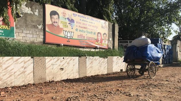 BJP MP Manoj Tiwari had adopted Kadipur, a village on the northwestern outskirts of Delhi, in 2014. The village has round the clock free WiFi connectivity but lack basic civic amenities.(Abhinav Rajput/HT Photo)