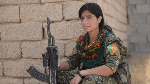A Yazidi female of Sinjar Resistance Units (YBS) holds her rifle at Sinjar mountain, Iraq.(REUTERS)