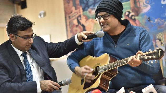 Abhishek Prasad, a professional guitarist, with his neurosurgeon Dr Sharan Srinivasan who operated on his brain for a rare nervous disorder called Guitarist Dystonia.(Arijit Sen/HT Photo)