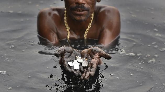 <p>Across a large stretch of the Yamuna in Delhi from Nigambodh Ghat to Shani Mandir, two names are well known among scrap dealers and policemen. Banarsi Lal,...
