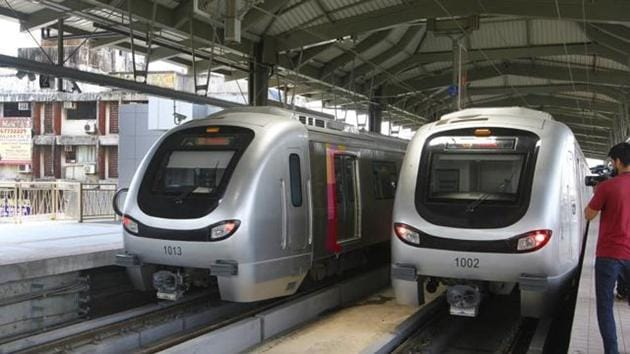 The Maharashtra government on Sunday approved bank guarantees and loan-related sanctions for four projects — Metro 2A ( Dahisar to DN Nagar), Metro 2B ( DN Nagar-Bandra-Mankhurd), Metro 4 (Wadala Ghatkopar Mulund Kasaravadavali) and Metro 7 covering (Dahisar East-Andheri East).(HT)