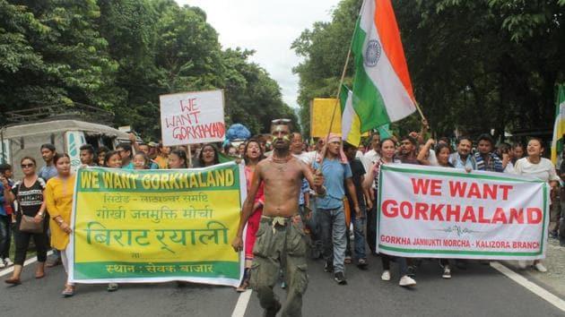 Gorkhaland supporters participate in a rally on Sevok Road close to Siliguri town.(Bikram Sashanker / HT Photo)