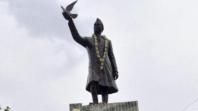 Whether one admires or dislikes him, or indeed has ambivalent feelings about him, it is indisputable that Jawaharlal Nehru had a colossal impact on independent India.(PTI)