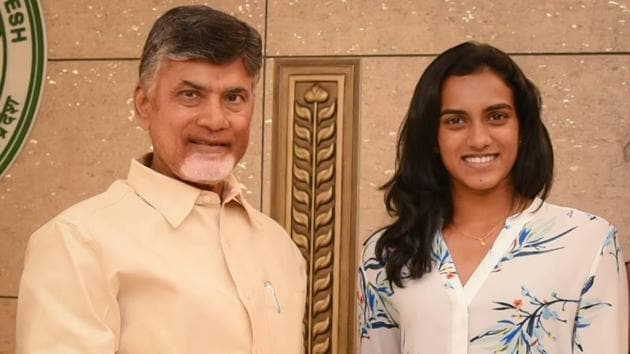 Chief Minister N Chandrababu Naidu (L) handed over the appointment letter to PV Sindhu.(HT Photo)