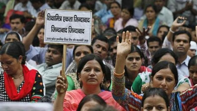 Owing to boycott of work by shiksha mitras, hundreds of primary schools of the district remained closed.(HT File Photo)