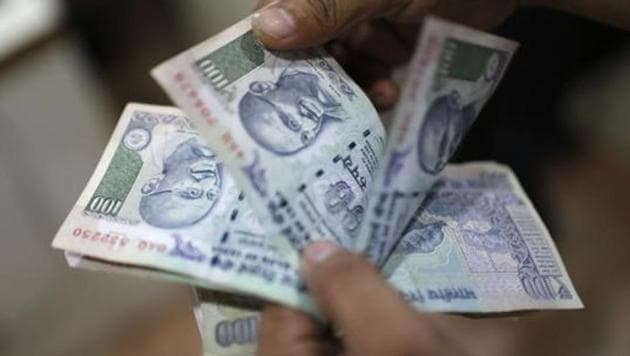 Rahul, who works as a loader at Azadpur, had reportedly borrowed Rs 1,500 from a truck driver. When the driver asked him to return the money, Rahul refused saying that he would be able to clear the debt only next month.(REUTERS FILE)