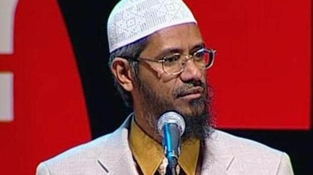 The NIA has claimed that controversial Islamic preacher Zakir Naik has been promoting enmity between different religious groups in India through his public speeches and lectures.(HT file)