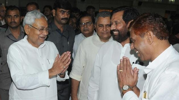 Bihar chief minister Nitish Kumar with Union minister Rambilas Paswan at the swearing-in ceremony at Rajbhawan in Patna on July 29, 2017.(AP Dube/HT Photo)