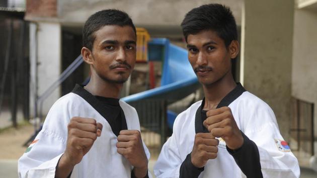 Raised in the slums of Hallomajra, Parmod Kumar and Suraj Kumar are headed to Bangkok to take part in the 3rd Heroes Taekwondo International Championship and Para-Taekwondo 2017.(Karun Sharma/HT)
