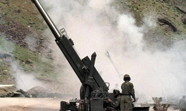 File photo of Indian artillery men firing 155mm Bofors guns at enemy positions on the Srinagar to Kargil road, June 1999. At the end of Operation Vijay, the shoulders of the Indian nation-state were drooping with the burden of 537 martyrs. Even during this war the shortfall of essential ammunition had been revealed.(John Macdougall/AFP)