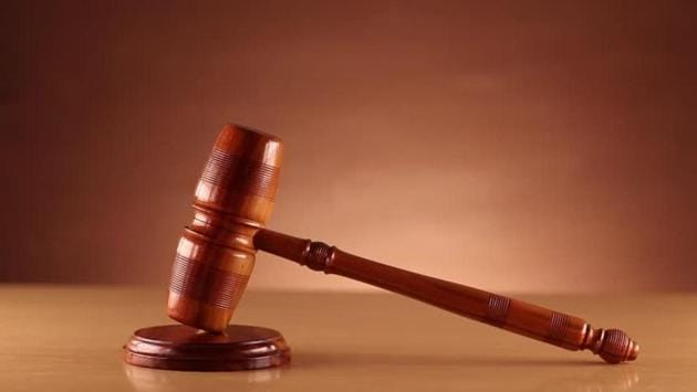 High court of Himachal Pradesh takes exception to a woman official appearing before it wearing jeans, checked shirt.(Shutterstock image for representational purpose)