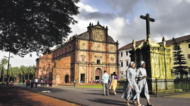 Visitors at the Basilica of Bom Jesus. Though Catholics are a minority in the state, the beautiful churches of old Goa continue to draw tourists and the devout from across the world.(Ajay Aggarwal/HT PHOTO)
