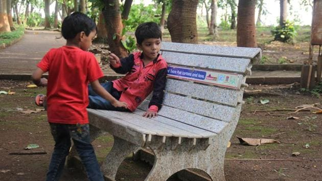 One of the benches at Mumbai port Trust garden in Colaba that was made from the recycled Tetra Pak cartons.(Bhushan Koyande/HT)