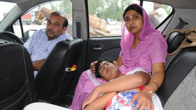 Harshit Sharma with his mother Bharti Sharma and father Rajinder Kumar Sharma on the Chandigarh-Delhi highway on Monday August 7.(Anil Dayal/HT)