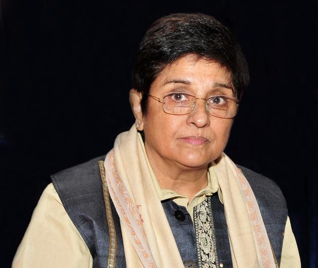 Kiran Bedi Bedi, who assumed office of lieutenant governor in May last year, has been involved in tussles with the V Narayanasamy-led Congress government on a host of issues. The issue of irregularities in admission to the medical colleges is among the major causes of the flashpoint(HT Photo)