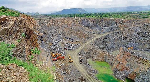 Mining in progress close to the Rela dam in Sikar district of Rajasthan.(HT Photo)