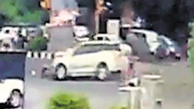The XUV500, that appeared to be at high speed, was allegedly trying to cross the signal at a busy traffic junction when it hit a pedestrian and a scooty while taking a U-turn on the road ahead.