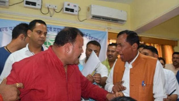 Harish Dhami (in red) and Bishen Singh Chufal in the meeting in Pithoragarh on Friday.(HT Photo)