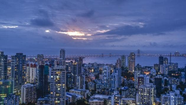 In Mumbai, a large number of people have been living in old buildings as tenants under the pagdi system for decades.(HT)