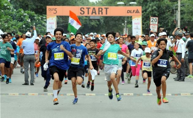 Nearly 600 people participated in the 5 km long freedom run organized by DLF 5.(Parveen Kumar/HT Photo)