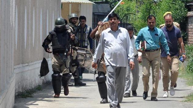 An NIA team carries out a raid in Srinagar in June.(HT File Photo)
